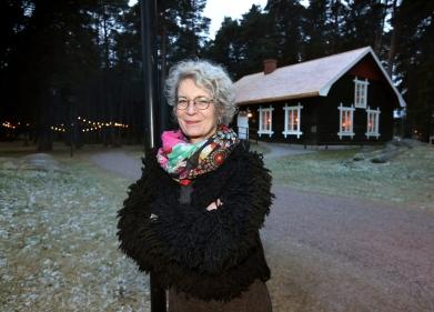Vi träffar Johanna Österling Brunström som startar samtal på filosofisk grund. Acksjöns kapell, Mariebergsskogen.